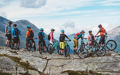Tunnusta väriä Bikester-tiimissä
